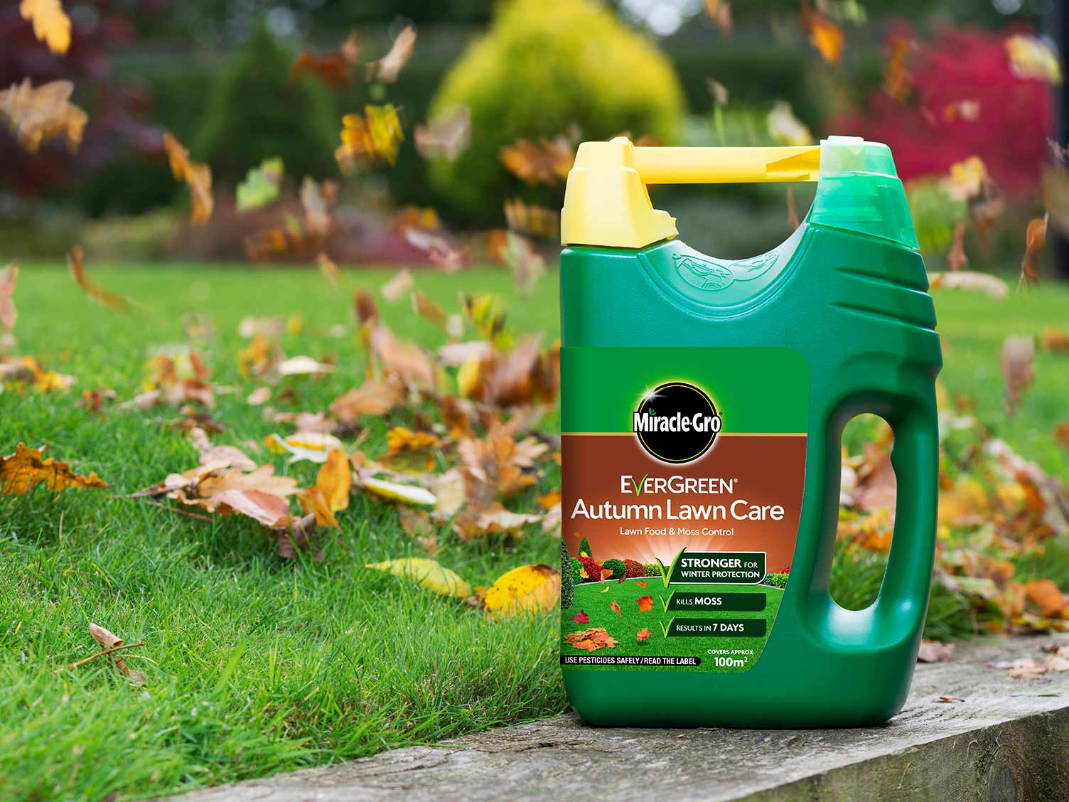 Miracle-Gro EverGreen Autumn Lawn Care spreader pack