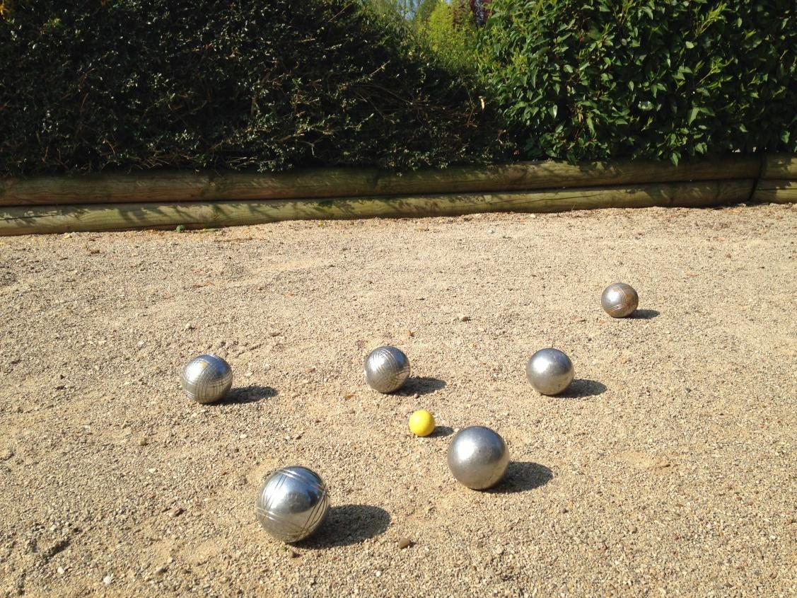 Dimension Terrain De Petanque Maison faire un terrain de pétanque | la pause jardin