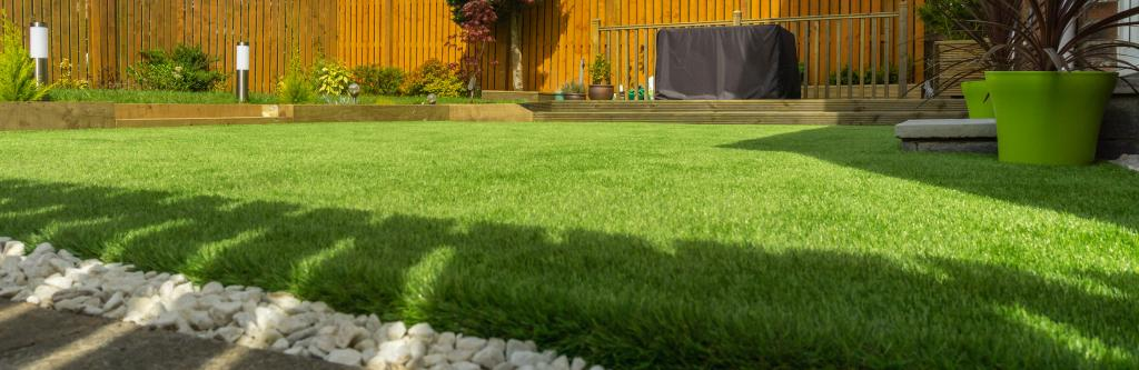 Complete guide to levelling a lawn   lovethegarden